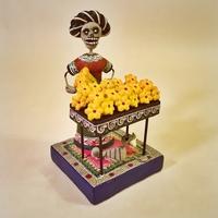Image Frida Selling Cempazuchitl